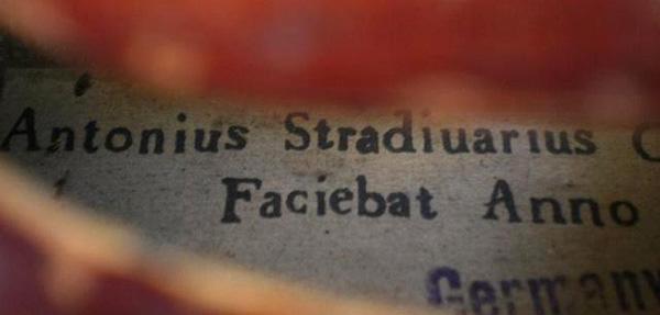Etiqueta Stradivarus