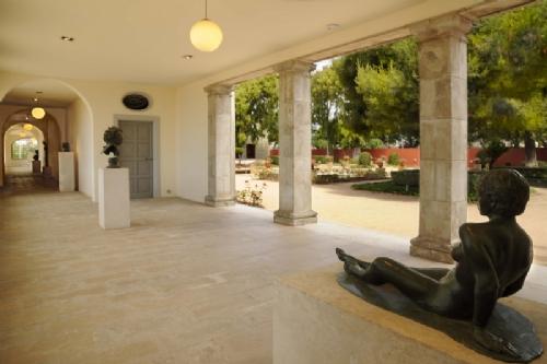Galería de esculturas en el museo Pau Casals