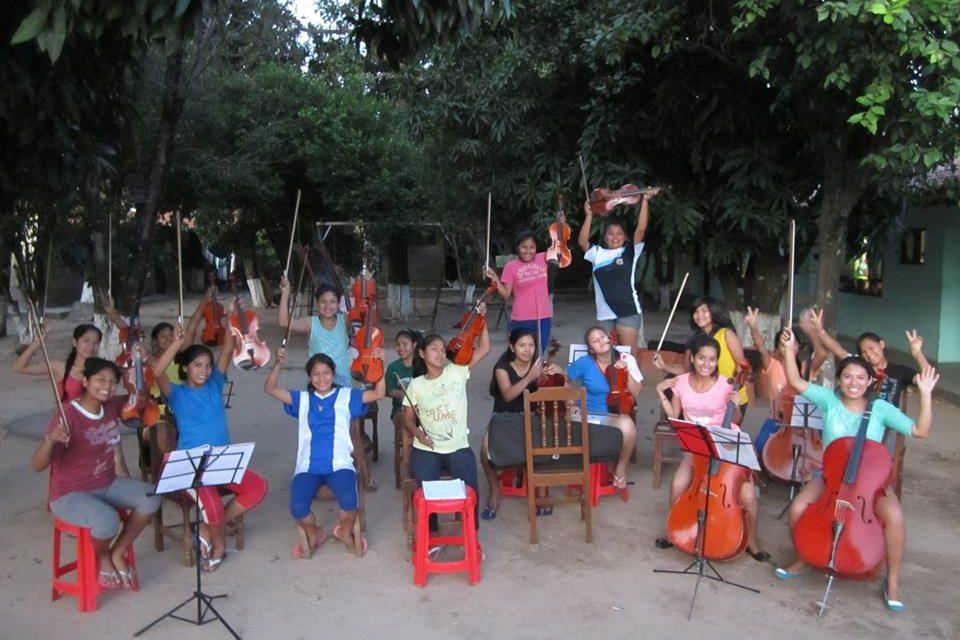 Participa en el proyecto de recogida de materiales musicales para el Hogar María Jacinta de Bolivia