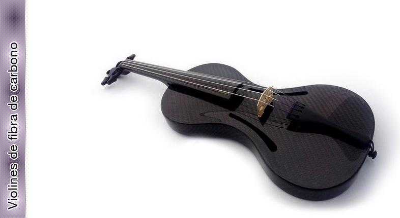 Probando un violín de fibra de carbono